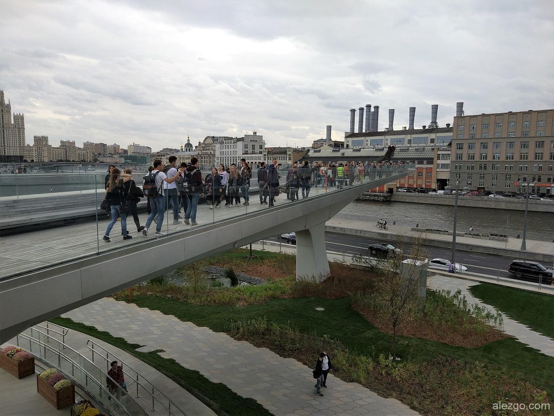 парящий мост зарядье