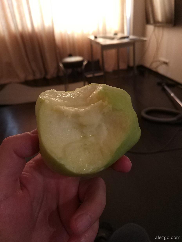 фрукты бутильков, яблоки