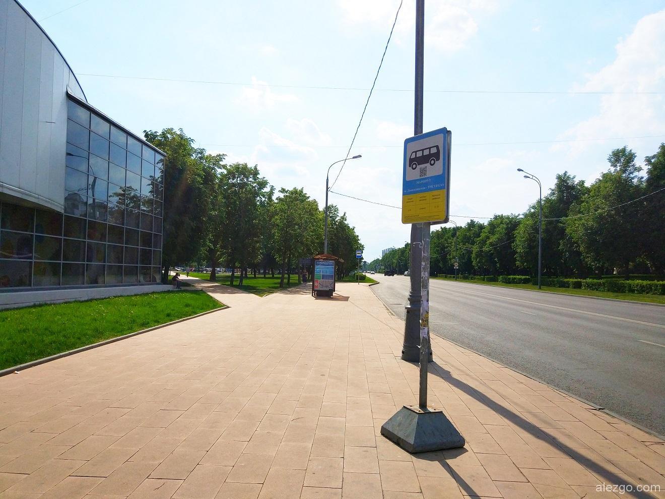 остановка бесплатного автобуса в ТЦ Вегас