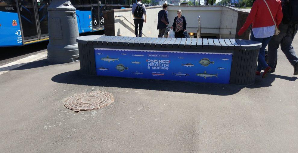 реклама на бетонных блоках